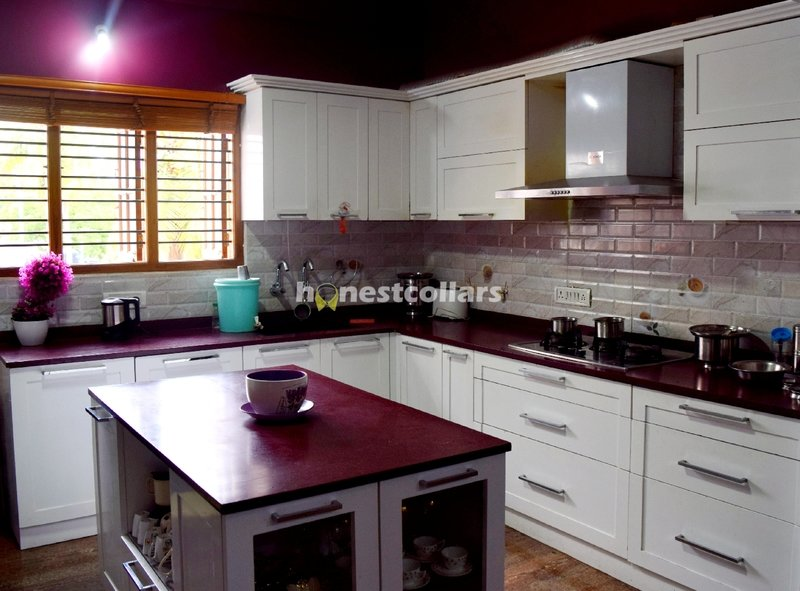 Best 5 pooja room designs for indian homes honestcollars for Modular kitchen bangalore designs